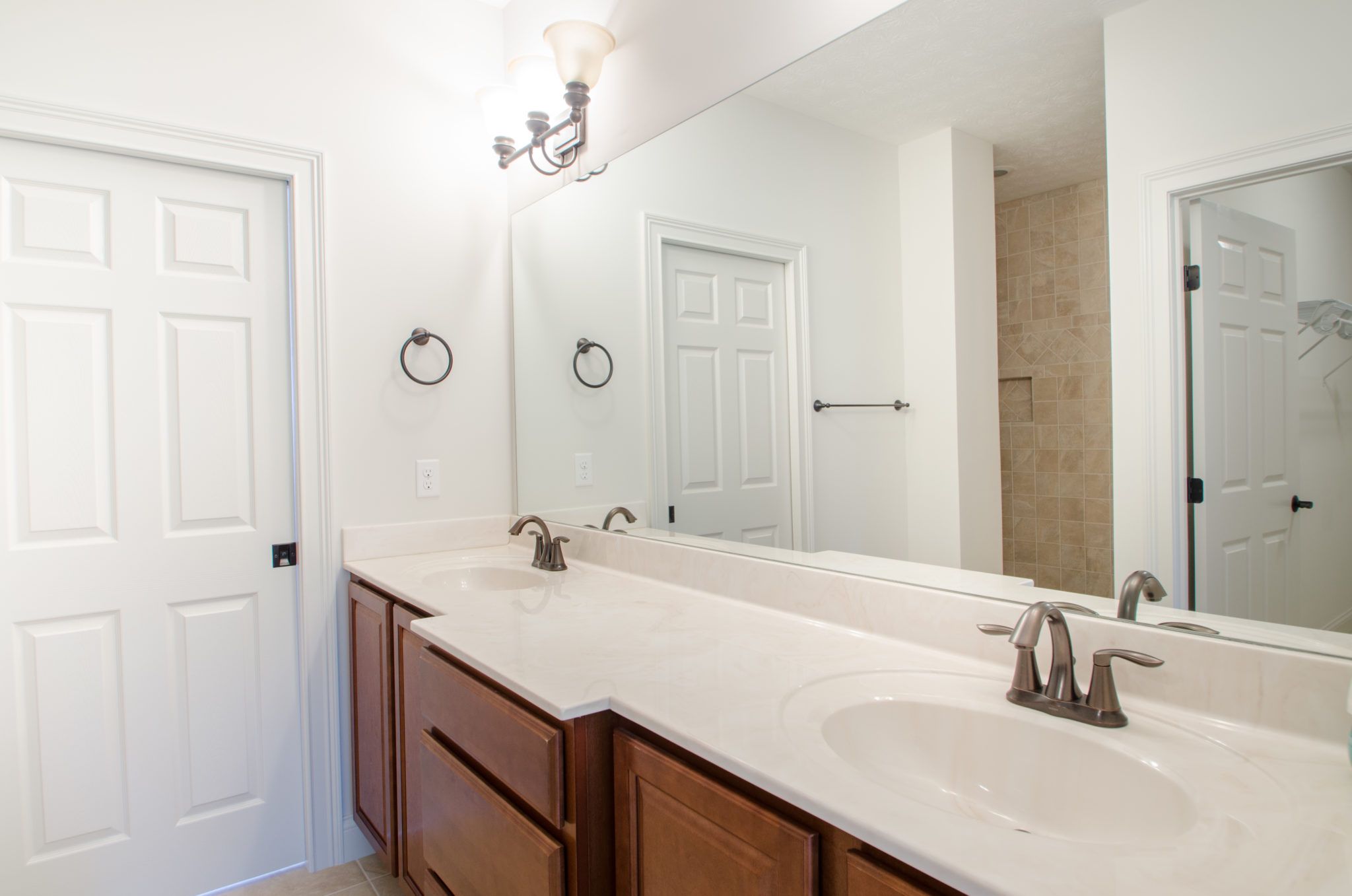 Large Master Bath With Dual Sinks